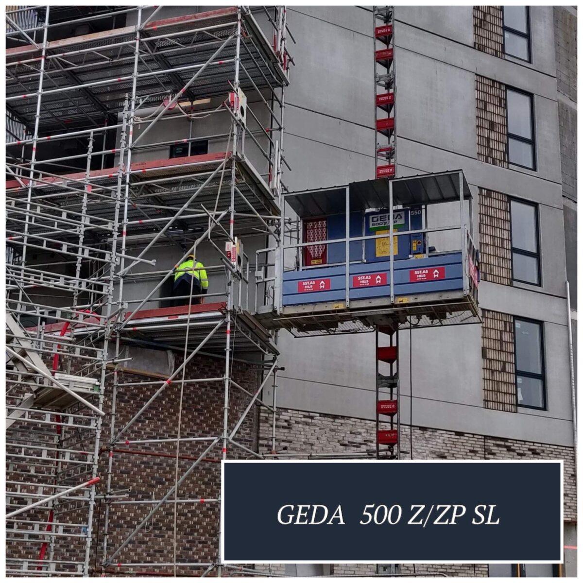 GEDA 500 Z ZP SL er et person- og materialehejs med en stor kurv. Velegnet til transport af vinduer og døre.