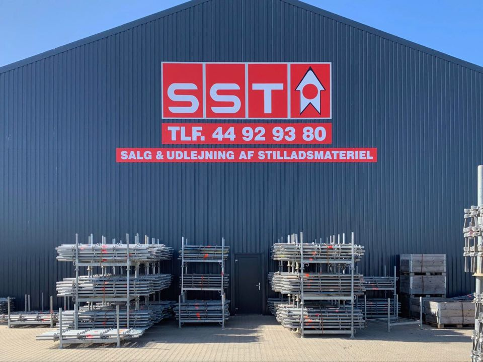 Salg og leje hos SST VEST og ØST er at finde både i Hvidovre og Horsens, derfor tør vi godt bryste os af at have landsdækkende service