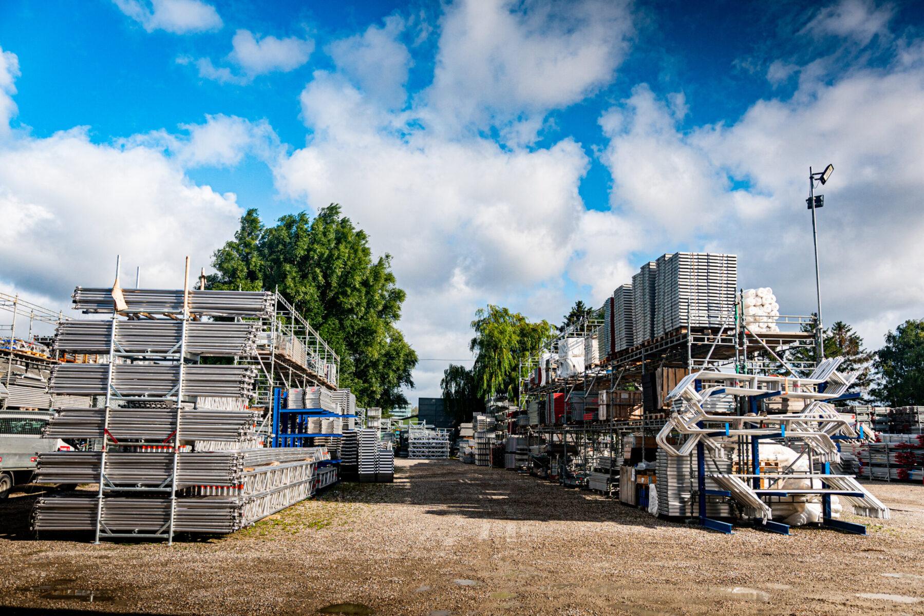 Pladsen på Industriholmen 35 2650 Hvidovre. Stilladsplads til systemstillads
