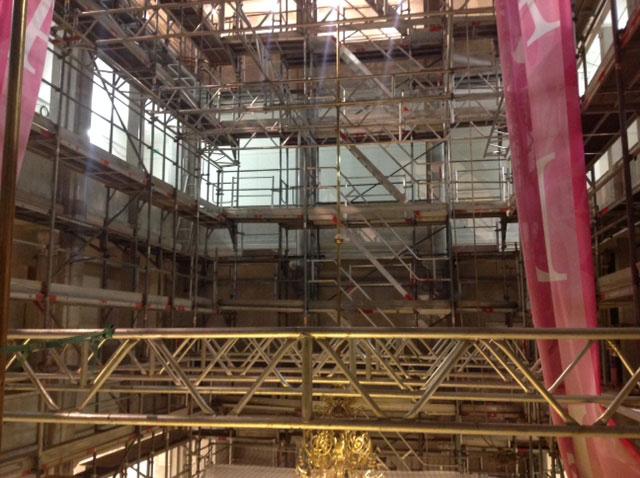 Stillads hos Illum Bolighus var hverken en tank eller silo, men krævede en speciel stilladsløsning efter branden i 2017